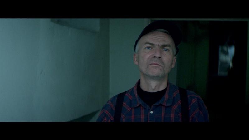 Perkusista Kultu w roli nocnego stra. Terrific - whineymomma.com